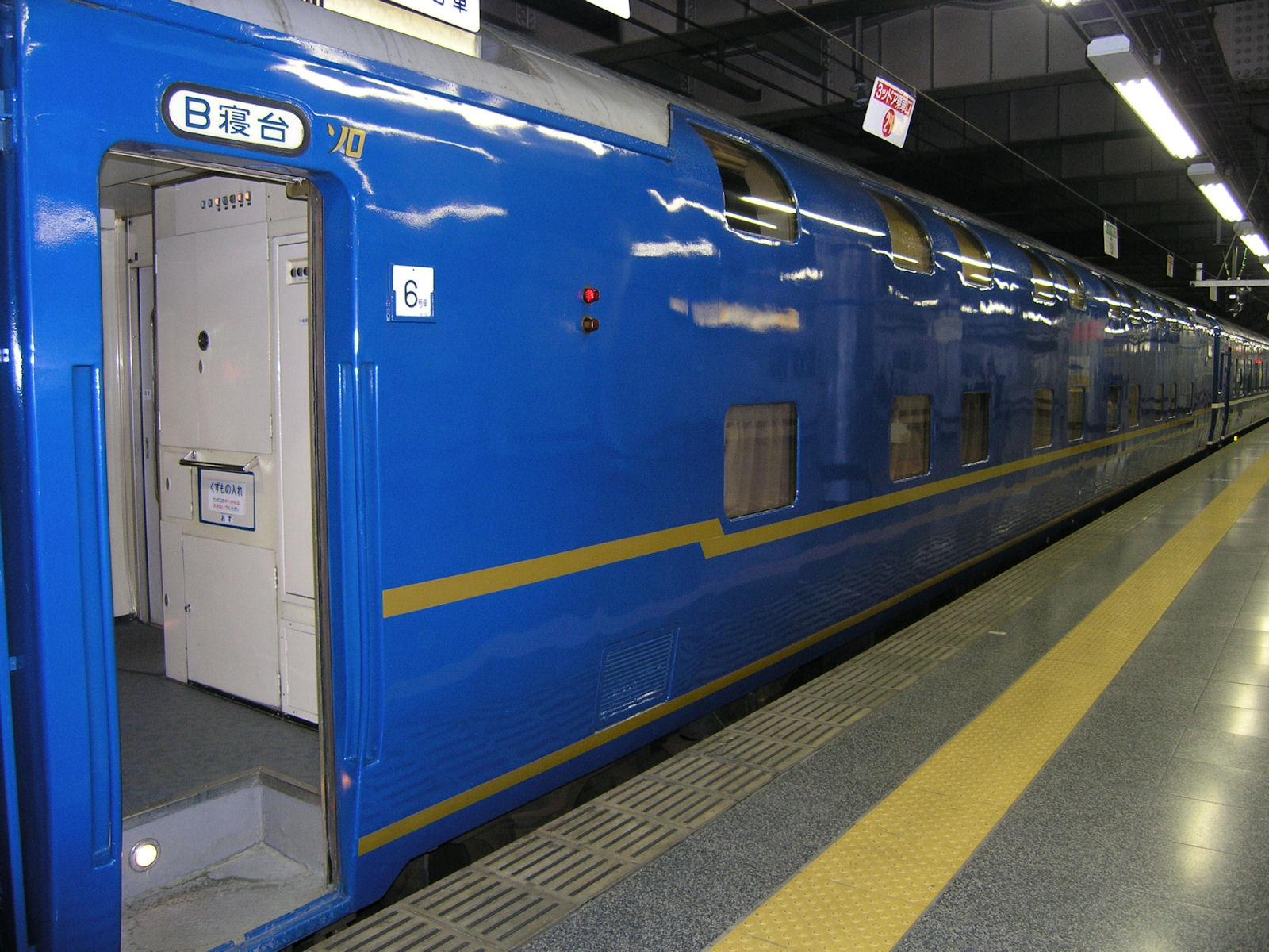 寝台特急北陸号ソロの客車(JPG-377k)