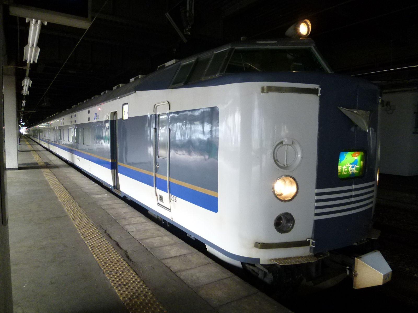 長岡駅停車中の急行きたぐに号(JPG-203k)