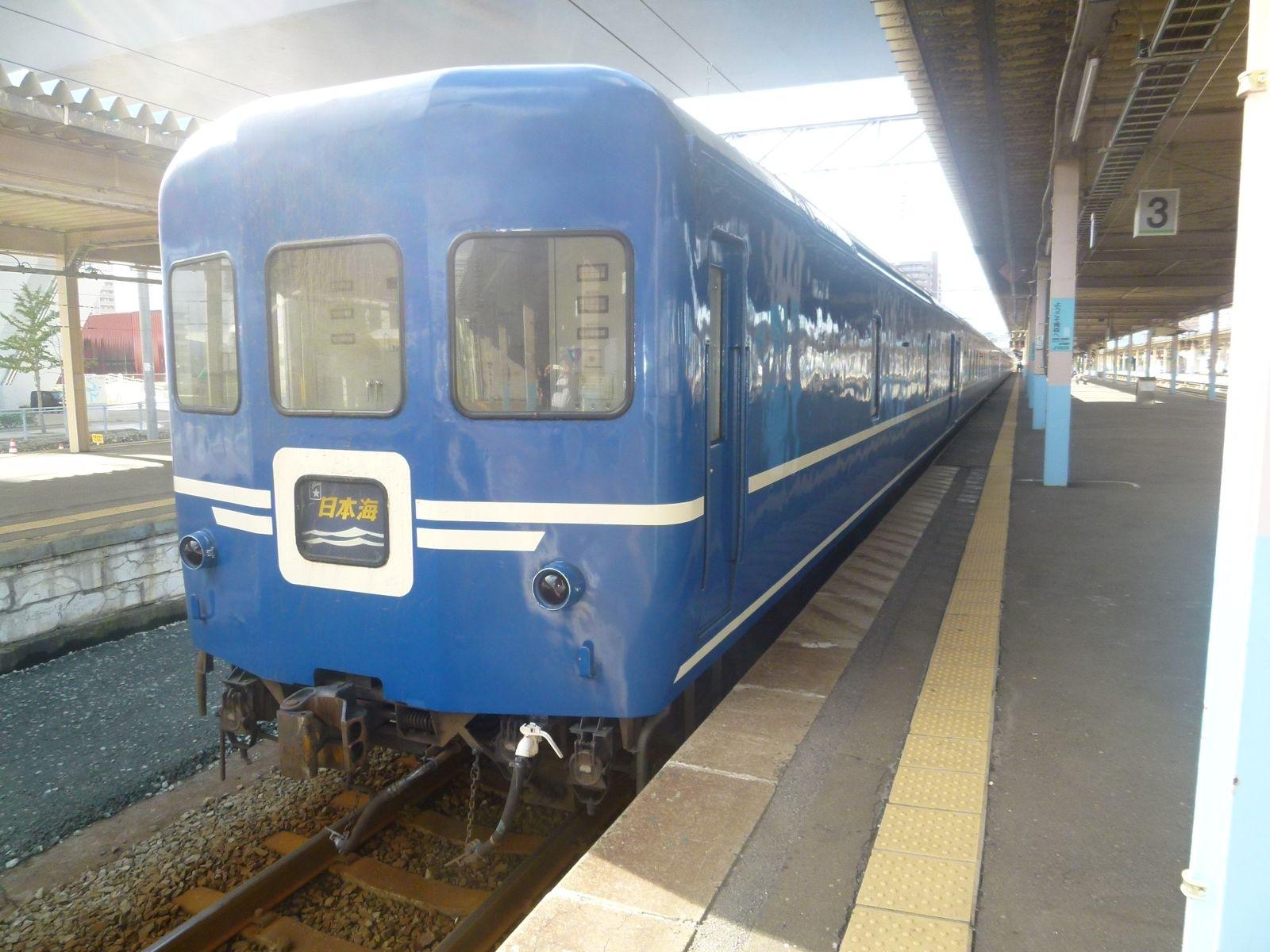 青森駅に到着した寝台特急日本海号(JPG-246k)